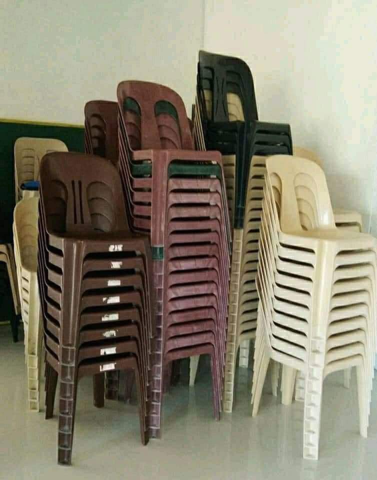 Some chairs for people who come to read comments meme